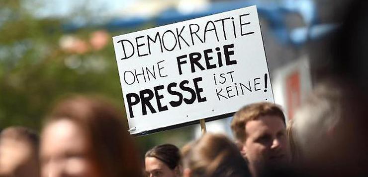 Германци на протест за свобода на словото