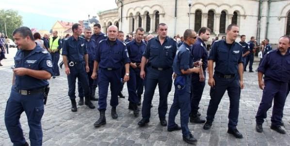 Полицаи vs правителство, полицаи vs граждани
